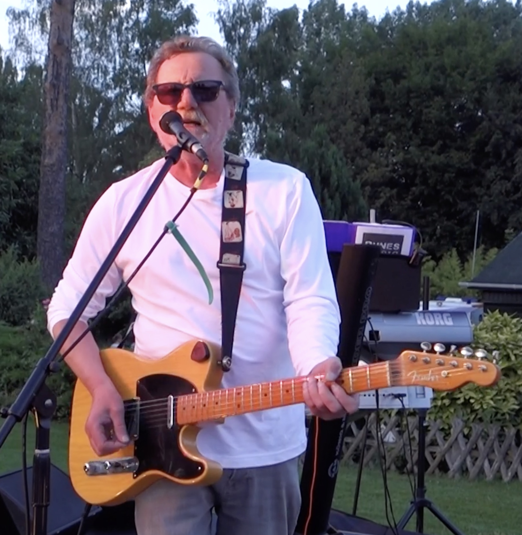 Eric à la guitare 0618
